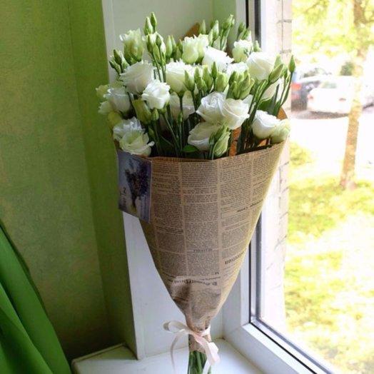 Нежная эустома в крафте (11 шт): букеты цветов на заказ Flowwow