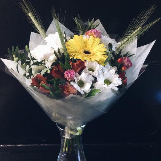 Сборный букет из хризантем , гербер ,альстромерий и декоративной зелени: букеты цветов на заказ Flowwow