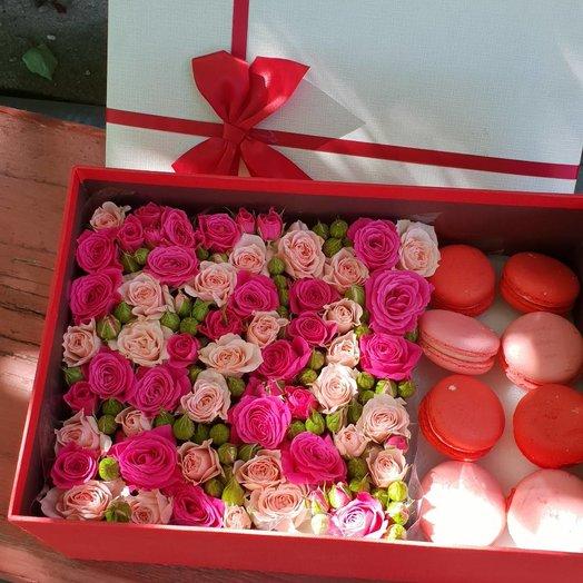 Коробочка с макарунами: букеты цветов на заказ Flowwow