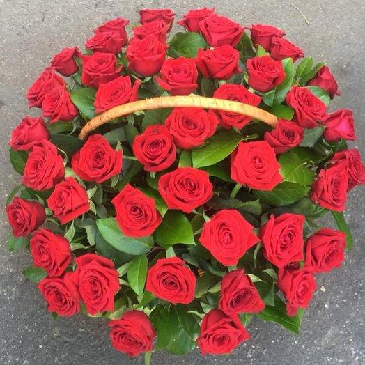 Корзина из 45 красных роз: букеты цветов на заказ Flowwow