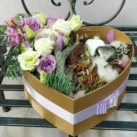Зимняя композиция из лизиантуса, гиацинтов и хлопка: букеты цветов на заказ Flowwow