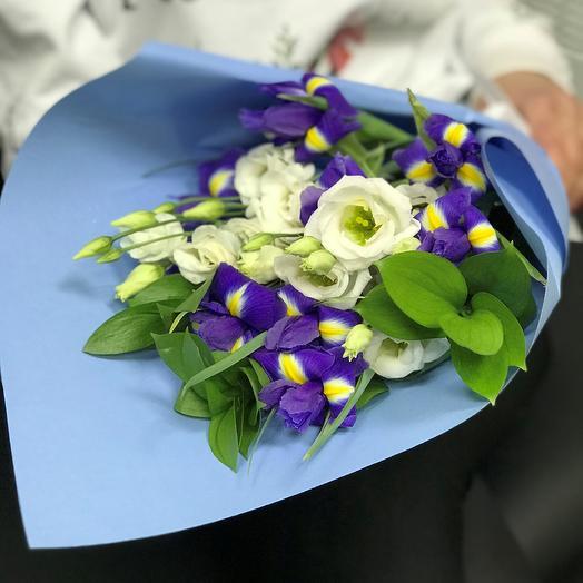 Ирисы 9 шт, эустома, рускус N345: букеты цветов на заказ Flowwow