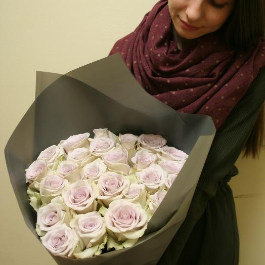 Букет из шикарных роз пыльно-лавандового цвета: букеты цветов на заказ Flowwow