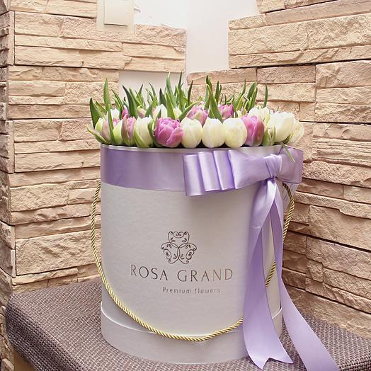 149 голландских тюльпанов в шляпной коробке Luxe: букеты цветов на заказ Flowwow