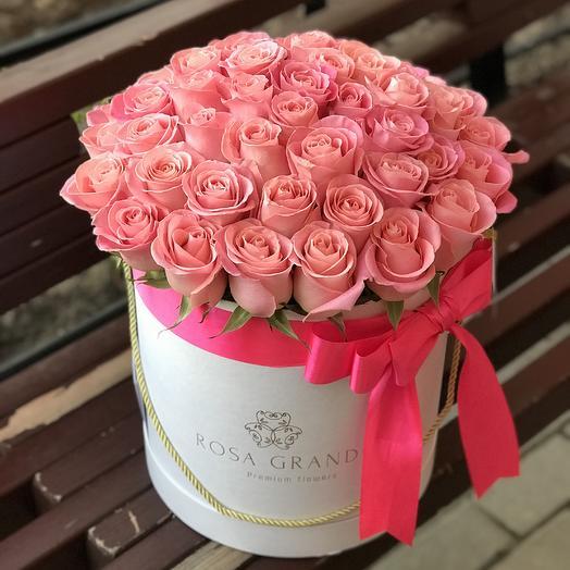 До 49 розовых эквадорских роз в шляпной коробке Deluxe: букеты цветов на заказ Flowwow