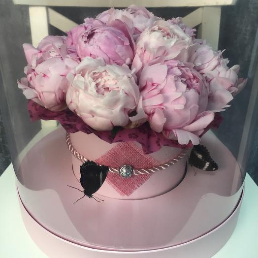 Живые бабочки а розовой шляпной коробке: букеты цветов на заказ Flowwow