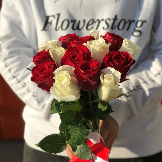 Розы. Букет из 15 красных и белых кенийских роз. N553: букеты цветов на заказ Flowwow