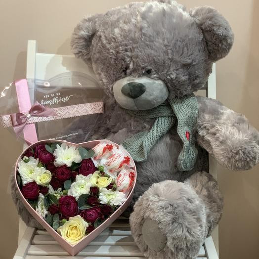 Мишка и композиция в виде сердца: букеты цветов на заказ Flowwow