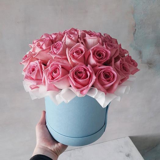 Розы Аква в шляпной коробке-миди: букеты цветов на заказ Flowwow