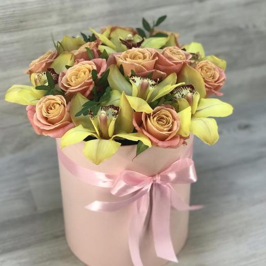 Коробочка из роз и орхидей