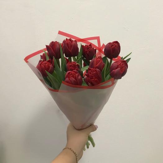 Букет из красных пионовидных тюльпанов