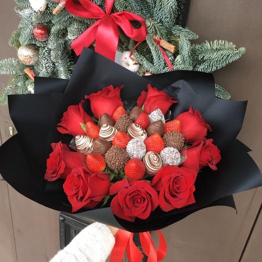 Клубничный букет S микс с розами