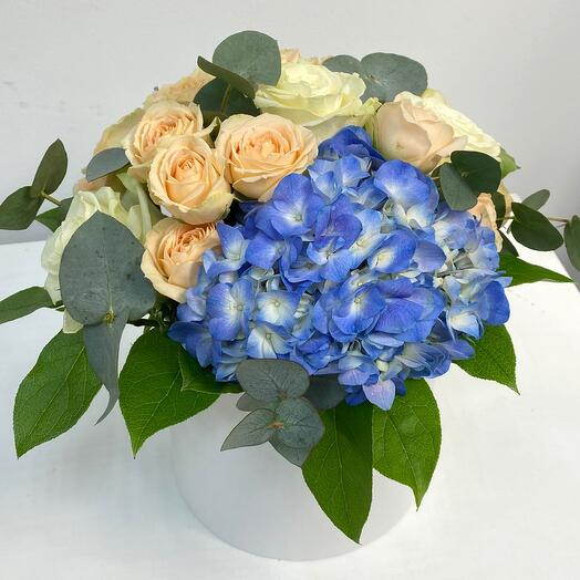 Цветы в коробке размер М