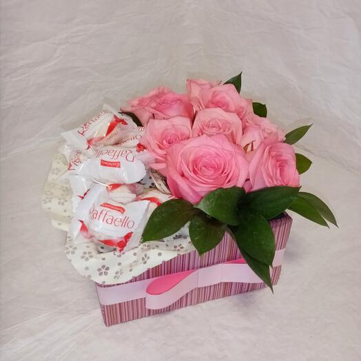 Розовые розы с Raffaello