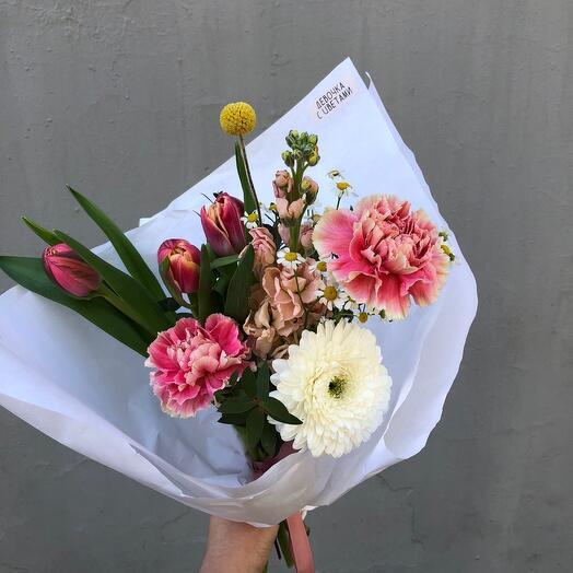Букет с тюльпанами и маттиолой