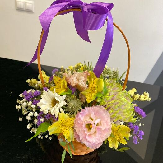 Корзина с яркими цветочками