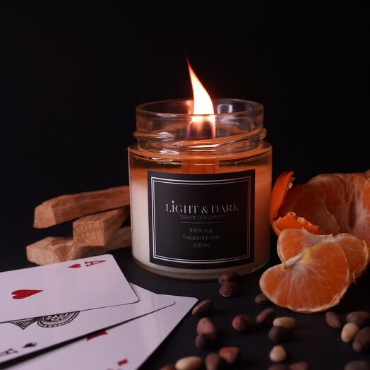 Ароматическая соевая свеча «Gambler | мандарин, амбра, сандал» с деревянным фитилем + длинные спички, 200мл