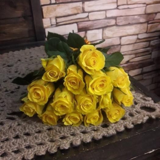 Букет из 15 желтых кенийская роза: букеты цветов на заказ Flowwow