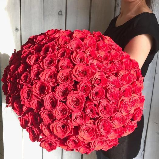 Букет из 101 красной местной розы 50 см: букеты цветов на заказ Flowwow