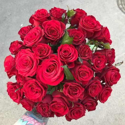 Букет из 31 красной местной розы 80 см: букеты цветов на заказ Flowwow