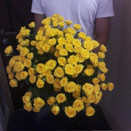Букет из 31 желтой кустовой розы 60 см: букеты цветов на заказ Flowwow